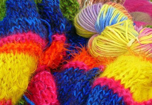 vilnos,mezgimo vilnos,rankų darbas,katės lopšys,megzti,spalvinga,hobis,minkštas,trikotažas,susipainioti,spalva,šiltas,atšilimas,žiema,apranga,Vilnos siūlai
