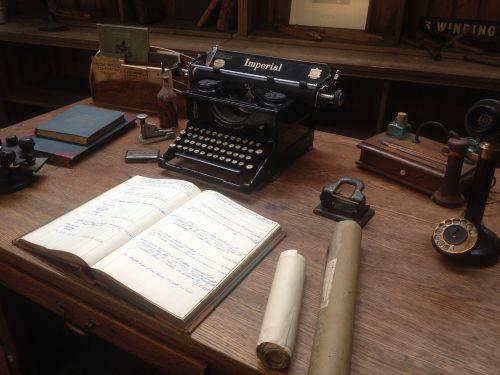 WordPress,viktorijos kambarys,vintage,senas kambarys,Senovinis,medinis stalas,kaimiškas,tamsi,senas,Edvardo anglų kambarys
