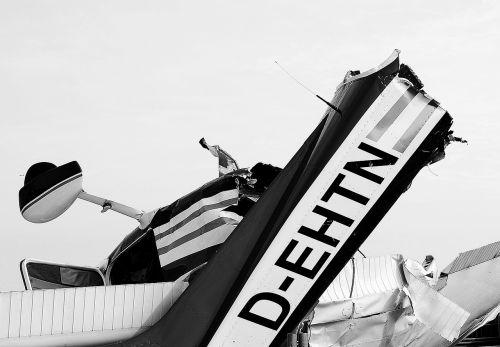 nuolaužos,nuolaužos,orlaivis,lėktuvo katastrofoje,avarijos nusileidimas,avarija,juoda ir balta