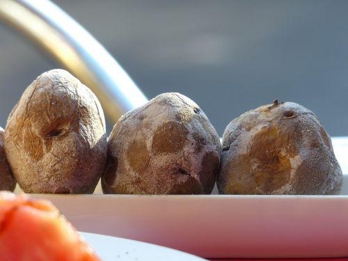 raukšlių bulves,Kanarijos rausvos bulvės,bulvės,valgyti,druskos bulvės,pluta,druska,pietūs,ispanų,Tenerifė,papas arrugadas,papas bonitas,papas negras,papas arrugadas negras,specialusis teismas,Kanarų salos,Kanarinės bulvės,druskos kruopos,pagrindinis maistas,papas,užkandis,tradiciškai,priedas,Kanarų teismas