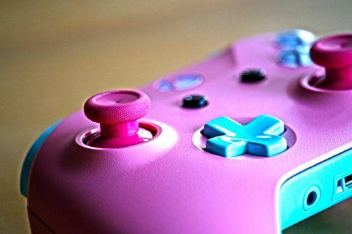 Xbox,valdytojas,kontrolė,žaidimų pultas,konsolė,video žaidimas,žaisti,Žaidimų konsolė,video,padas,hobis,žaidimų,valdiklis,žaidimai,žaidėjas,vaizdo žaidėjas,mergaitė,xbox one,dizainas,dizaino laboratorija,microsoft,rožinis,mėlynas,šviesiai mėlynas