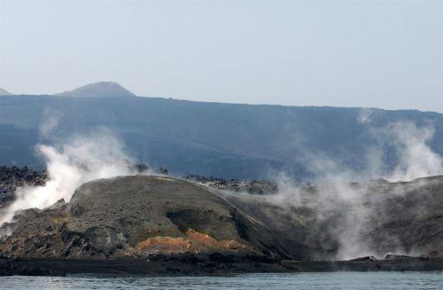 jemeni,kranto,pakrantė,garai,ugnikalnio išsiveržimas,lava,kalnai,jūra,vandenynas,vanduo,pavojingas,dūmai,gamta,lauke