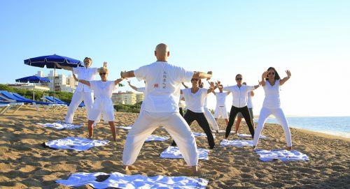 joga,zen,fitnesas,praktikuojantis jogas,pomėgiai,gimnastika,atsipalaidavimas,kūno ir dvasios harmonija,instruktorius