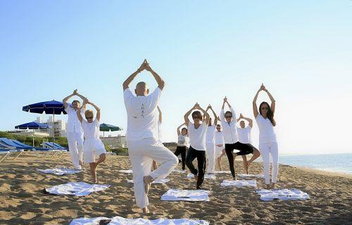 joga,zen,praktikuojantis jogas,gimnastika,pomėgiai,atsipalaidavimas,kūno ir dvasios harmonija,sveikata,sportas,ramybė,laikysena,lauko sportas,papludimys