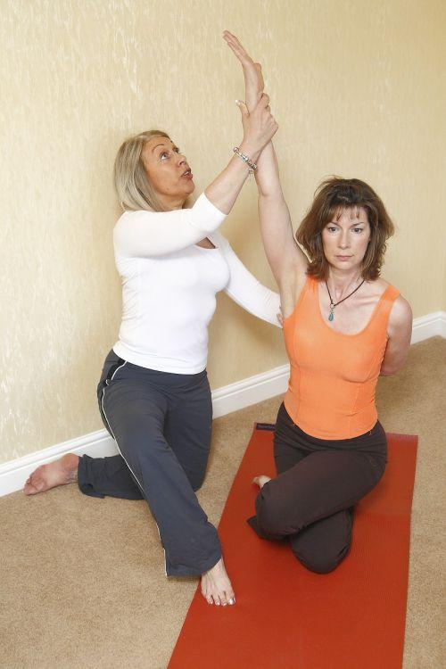 jogos terapija,užšalęs pečių,ištempimas,joga,pratimas,atsipalaidavimas,joga moteris,sveikata,ruožas,balansas