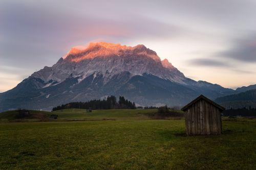 zugspitze,kalnas,aukščiausiojo lygio susitikimas,dangus,kraštovaizdis,įvedimas,austria,vaizdas,tolimas vaizdas,alpinizmas,zugspitze masyvas,perspektyva,steinig,aukščiausių kalnų,kalkės,Alpių,Zugspitze kalnas,debesys,Rokas,kalnų peizažas,panorama,Rytų Alpės
